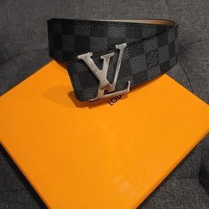 Louis Vuitton Damier black belt
